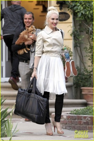 Gwen Stefani and Gavin Rossdale head home with the Family in Smiles