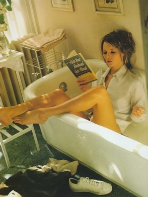 bathtub-beautiful-book-fashion-girl-hair-Favim.com-57902